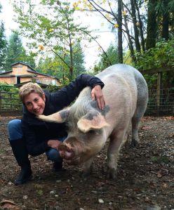 Sandy Smith at Pasados visitsing Splash the pig
